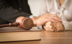 shutterstock_391053835_opfer-anwalt_web