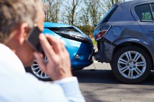 Callcenter von Versicherern übernehmen oft das Schadensmanagement nach einem Autounfall. Davon ist abzuraten.