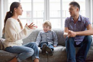 Eltern können das alleinige Sorgerecht für sich beantragen, wenn eine gemeinsame Sorge nicht möglich ist.