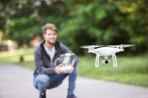 Drohnen brauchen ab einer bestimmten Gewichtsklasse ein Kennzeichen und eine Versicherung.