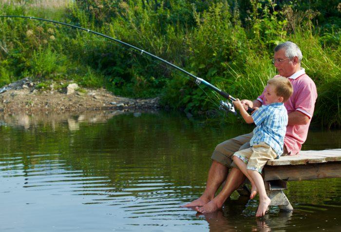 Betreuen Großeltern regelmäßig ihre Enkelkinder sollte das Jugendamt darüber in Kenntnis gesetzt werden.