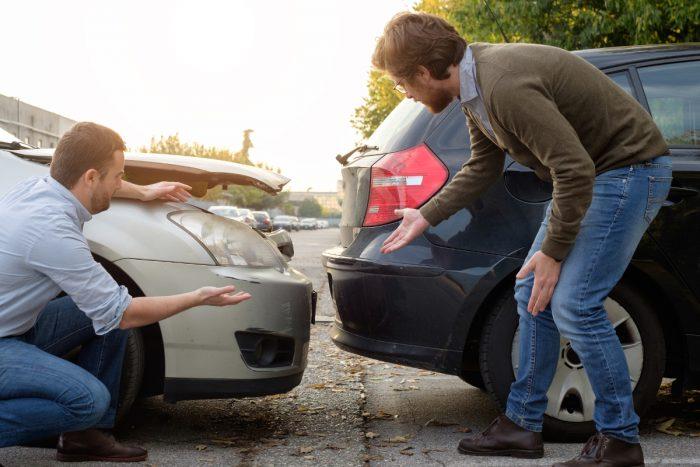 Auch wenn kein Schaden zu erkennen, kann das Verlassen des Unfallorts als Fahrerflucht gewertet werden.